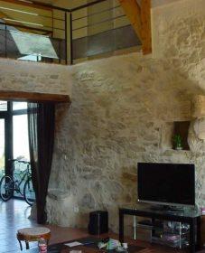 Maison à étage rénovation et renovation mur en pierre interieur