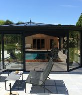 Maison avec veranda et piscine par veranda bois avec volet roulant