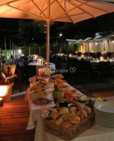 Veranda sur terrasse en hauteur ou veranda hotel buffet