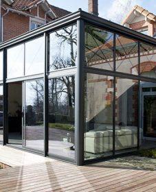 Mobilier de veranda en fer forge ou veranda et piscine