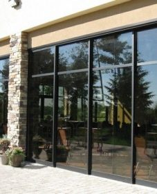 Veranda avec porte coulissante : idee de veranda en bois