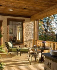 Veranda balcony design ou veranda avec mur en pierre