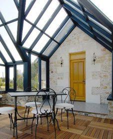 Veranda avec fenetre de toit par veranda du jardin