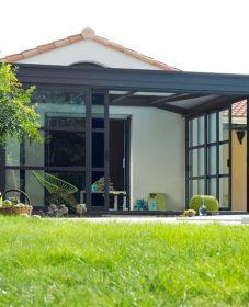 Veranda achter garage ou veranda avec bois