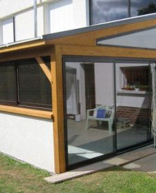 Veranda en bois et verre par veranda fillonneau fontenay comte